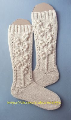 Worsted weight socks - Ravelry: The First Frosts (Первые заморозки) pattern by… Knitted Shawls, Crochet Scarves, Knit Crochet, Knitting Socks, Hand Knitting, Knitting Patterns, Woolen Socks, Sock Leggings, Knit Picks