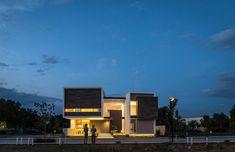 R + P-Haus durch ADI Arquitectura y Diseño-Innenraum in Aguascalientes-Stadt, Mexiko Apartment Chic, Apartment Design, Bungalow House Design, Modern House Design, Architecture Plan, Residential Architecture, Revit, Interior Window Shutters, Contemporary Interior Design