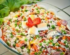 Salade de riz complète Complete Rice Salad – Recipe Ingredients: 120 g of white rice, 1 can of peas or a can of peas carrots, 1 can of corn, 2 carrots, 2 sausages of Frankfurt Rice Salad Recipes, Healthy Recipes, Mothers Day Brunch, Comfort Food, Batch Cooking, Salad Ingredients, Pasta Salad, Italian Recipes, Entrees