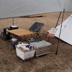 いいね!784件、コメント31件 ― .....tall.86さん(@tall.86)のInstagramアカウント: 「… ずーっと考えてるんだけど この空間に合う お一人様 ゴミ箱が欲しい… バナナさんだと 何か違うんだよな ごめんよアンディ . . . タープバックが妥当? 作れれば1番良いのだが。」 Camping Style, Camping Car, Family Camping, Camping Ideas, Outdoor Camping, Nomadic Furniture, Camp Gear, Outdoor Knife, Outdoor Furniture Sets