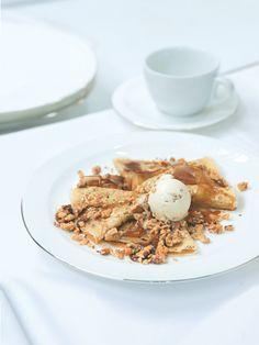 Tyhle palačinky Zdeňka Lahovského, šefcukráře hotelu Mandarin Oriental, jsou dezert všech dezertů! Javorové želé? Řekněte, není to naprosto geniální nápad? Mandarin Oriental, Breakfast, Food, Morning Coffee, Essen, Meals, Yemek, Eten