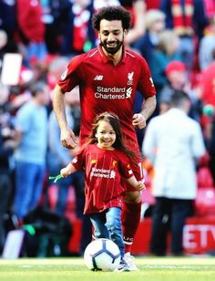 Liverpool Girls, Liverpool Players, Liverpool Football Club, Liverpool Fc, Custom Football, Sport Football, Mohamed Salah Liverpool, Arab Celebrities, Top Soccer