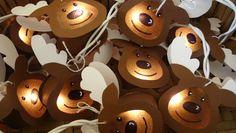 """*Lichterkette Elche*      Die Lichterkette besteht aus 10 Elchköpfen in Form von """"kleinen Laternen"""" aus Tonkarton mit einem Kreis aus Transparentfo..."""