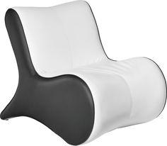 Mit diesem Sessel von CARRYHOME genießen Sie den Feierabend in vollen Zügen. Nehmen Sie Platz und lassen Sie sich vom modernen Design in Schwarz und Weiß sowie dem hochwertigen Lederlook begeistern. Profitieren Sie zudem vom komfortablen Polyetherschaumkern und entspannen Sie sich bei einem spannenden Fernsehabend und einem guten Glas Wein. Dieser Sessel von CARRYHOME ist ein Muss für Ihr Wohnzimmer!