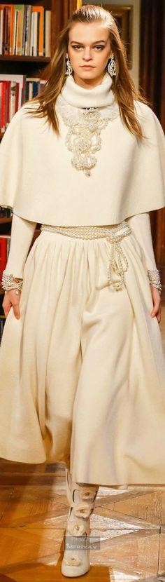 Chanel Pre-Fall 2015 Fashion Show Collection: See the complete Chanel Pre-Fall 2015 collection. Look 32 Style Couture, Couture Mode, Couture Fashion, Runway Fashion, Womens Fashion, Chanel Couture, Fashion Week, High Fashion, Fashion Show