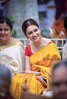Beauty Full Girl, Beauty Women, Kirti Kharbanda, Actress Wallpaper, India Beauty, Indian Actresses, Bollywood, Celebs, Cute