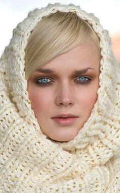 Knitted infinity scarf - free pattern at http://www.novita.fi/public/File/huippumalli_haussa/anna%20sofia.pdf