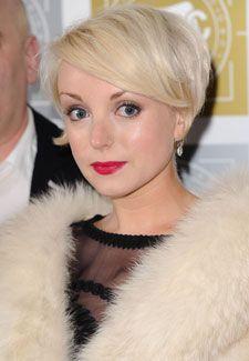 Helen George. Gorgeous pixie glam look.