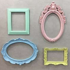 Candy colors e as molduras da @mel.petit vão deixar o ambiente com aquele charme especial. #nósamamos    www.mamaeachei.com.br #candycolors #molduras #decoração #quartodecriança Photo Wall Decor, Frame Wall Decor, Frames On Wall, Colorful Nail Designs, Colorful Decor, Colorful Interiors, Magic Decorations, Photo Frame Design, Wall Candy