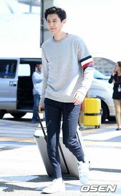 [170917] #Chanyeol - #Incheon airport heading to London