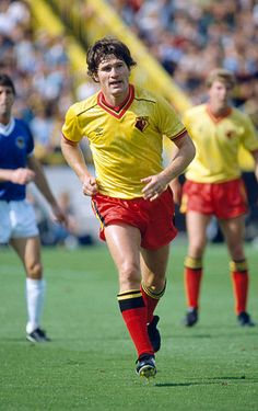 1982 Division 1 Watford 2 v Everton 0 Pat Rice Watford full back Pat Rice played for Arsenal. Retro Football, Football Kits, Watford Fc, Laws Of The Game, Association Football, Most Popular Sports, Everton, Image Collection, Fifa