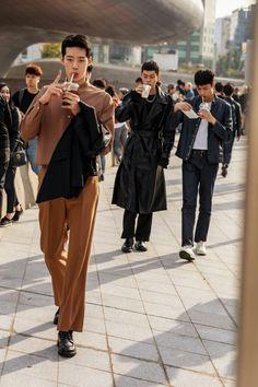 Tokyo Street Fashion, Seoul Fashion, Korean Fashion Summer Street Styles, Asian Street Style, Tokyo Street Style, Korean Fashion Men, Urban Fashion, Street Style Boy, Chinese Fashion