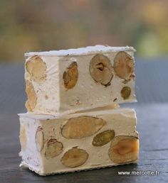 Nougat blanc par Mercotte ! Plus de recettes ici : www.enviedebienmanger.fr Gourmet Gifts, Gourmet Recipes, No Cook Desserts, Dessert Recipes, Nougat Cake, Little Presents, Thermomix Desserts, Sweet Cakes, Christmas Desserts
