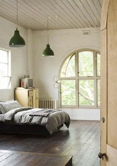nice arched window and simple layout.  subtract the green lamps.