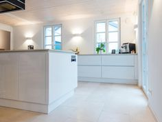 Küchenboden A kitchen floor made of natural stone is delicate. Other floor coverings for the kitchen Küchen Design, Tile Design, Kitchen Tiles, Kitchen Flooring, Limestone Tile, Living Room Modern, Cool Kitchens, Scandinavian, Sweet Home