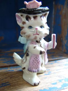 Cute Vintage Kitty Cat Figurine Hand Painted Porcelain Lefton ~ I have this one.