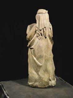 Lot | Sotheby/ NORD-EST FRANÇAIS, AUBE OU METZ, VERS 1300-1320 Vierge et l'Enfant calcaire  72.5cm Sculptures, Lion Sculpture, Effigy, 14th Century, Modern Art, Metz, Auction, Statue, Headdress