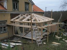 Tillbyggnad med valmat tak New England Hus, Country Home Exteriors, Day Room, Compact House, Outdoor Wall Lighting, Wood Construction, Home Interior Design, Building A House, House Plans