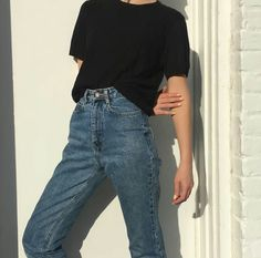 Shared by sιмσηεт. Find images and videos about girl, fashion and style on We Heart It - the app to get lost in what you love. Basic Outfits, Korean Outfits, Retro Outfits, Cute Casual Outfits, Summer Outfits, College Outfits, Looks Vintage, Minimalist Fashion, Korean Fashion