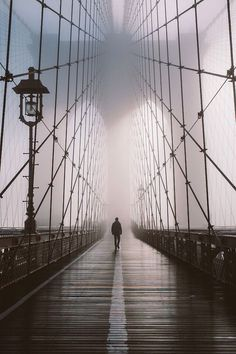 beautiful photo of man on NYC Brooklyn Bridge-photographer unknown Foto Flash, Vsco Film, Brooklyn Bridge, Brooklyn Nyc, Belle Photo, Black And White Photography, Street Photography, Travel Photography, Dream Photography