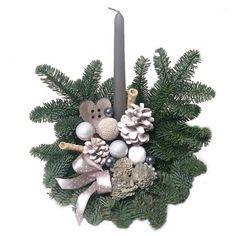 Élőfenyős sírdísz fatalpon - szürke - Szárazvirág díszek webáruháza Christmas Wreaths, Holiday Decor, Home Decor, Decoration Home, Room Decor, Advent Wreaths, Interior Decorating