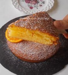 Mis gibi portakal kokulu tarifleri ve lezzetleri seviyorum Bu da onlardan Yumuşacık pofuduk sünger gibi nemli bir kek Hem de az yağlı . Orange Cheesecake Recipes, Orange Recipes, Cake Simple, Simple Dessert, Easy Desserts, Dessert Recipes, Italian Cake, Moist Cakes, Italian Recipes