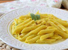 Pasta in crema di curcuma e noci, idea primo piatto light gustoso con curcuma. Ricetta e consigli su come utilizzare la curcuma in cucina