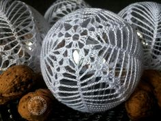 Set di 2 palle di Natale ornamento bianco uncinetto baubles image 8 ideen weihnachten Set of 2 Christmas balls ornament White crochet baubles Christmas tree decoration Xmas balls Gift for family Lace decor Christmas baubles Crochet Ornaments, Christmas Crochet Patterns, Crochet Snowflakes, Ball Ornaments, Crochet Christmas, Handmade Christmas Decorations, Handmade Ornaments, Christmas Tree Baubles, Christmas Crafts