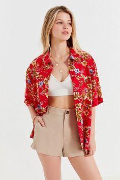 Slide View: 2: UO Floral Burst Souvenir Button-Down Shirt