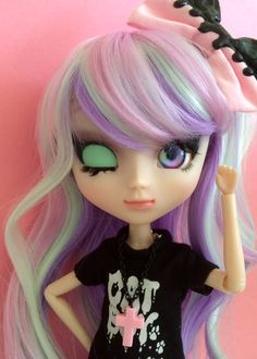 My very first MIO Pullip, Amethyst! I've never done a faceup before, so working on her was a very different experience for me! I really had fun with it, and I'm super happy with how she turned out!