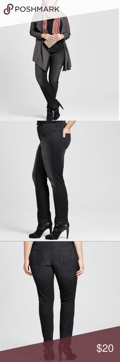 """Plus size power stretch skinny jeans Plus size 24W . Black power stretch skinny jeans. Raw edge hem. Cotton Polyester elastic blend. Light distressing. Measurements approximately: waist  46"""" hip 44"""" inseam 28"""" total length 38"""" rise approximately 10"""" Ava & Viv Jeans Skinny"""