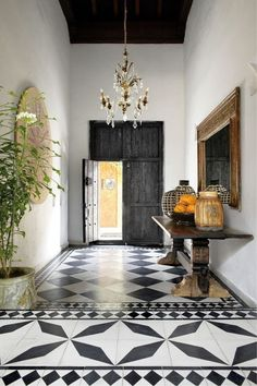 The latest issue of Elle Decor published a ravishing home tour of fashion designer Johanna Ortiz's Cartagena home and I am smitten with every room and corner. Best Interior, Modern Interior Design, Interior And Exterior, Modern Interiors, Spanish Style Interiors, Lobby Interior, Luxury Interior, Spanish Style Bathrooms, Deco Interiors