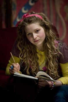 """""""Lavender Brown - died at eighteen in the Battle of Hogwarts"""" well wow that caption makes me sad. Oh lavender :/"""