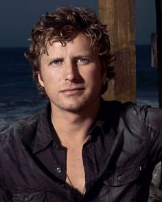 Dierks Bentley on Sep 2018 in Tampa, FL at MidFlorida Credit Union Amphitheatre. Dierks Bentley is back on the road this summer, coming to MidFlorid. Country Music News, Country Music Artists, Country Singers, Country Lyrics, Dierks Bentley, Celebrity Gossip, Celebrity News, Celebrity Smiles, Country Boys
