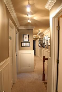 hallway with wainscoting, crown molding and portrait gallery. Love the wall colors and contrast with the wainscoting Style At Home, Style Deco, My New Room, Home Fashion, My Dream Home, Home Projects, Home Remodeling, House Plans, Sweet Home