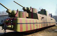 """toocatsoriginals: """"Los trenes blindados soviéticos de la Segunda Guerra Mundial Muchos de los trenes blindados existentes de la Revolución y anteriores fueron destruidos durante la invasión alemana en 1941. Los trenes Guerra Mundial-era fueron principalmente equipada con torretas de tanques, aunque ..."""