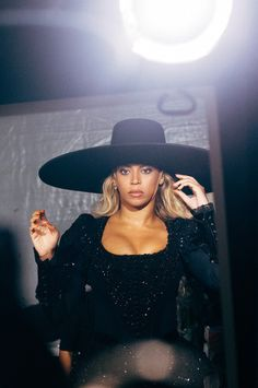 Beyoncè - The Formation World Tour at Levi's Stadium in Santa Clara September… Beyonce Memes, Beyonce Fans, Beyonce Style, Beyonce And Jay Z, Trending Celebrity News, Celebrity Crush, Queen Bee Beyonce, Celebs Go Dating, Girl Celebrities