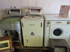 hotpoint Vintage Appliances, Kitchen Appliances, Extractor Fans, Washing Machines, Kitsch, Washer, 1970s, Vintage Items, Laundry