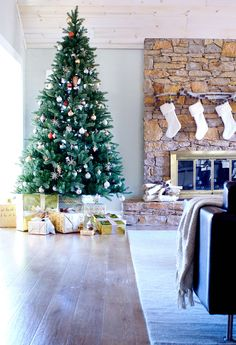 decking halls and making rooms bright our holiday makeover with lowes - What Time Does Lowes Close On Christmas Eve