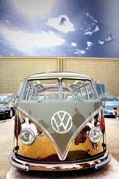Chrome Faced W Very cool but a serious hassle to keep clean volkswagen Volkswagen Bus, Volkswagen Transporter, Volkswagen Beetles, Bus Camper, Vw Caravan, Campers, Carros Retro, Carros Vw, Vw Bugs
