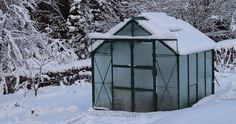 6 Natural Ways To Make An Unheated Greenhouse Warm | Off The Grid News