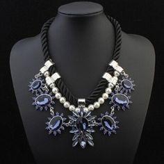 Elegant Pearls Rhinestone Embellished Weave String Necklace Purple pas cher