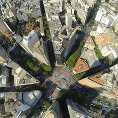 Lindissima foto da Praça Sete. O coração de Belo Horizonte visto do alto... bem alto mesmo. Muito linda esta cidade impossível não amar... #BH #Belo  #Beagá  #Belzonte  #Beozonte  #BeloHorizonte  #BeloHorizonteMG  #BeloHorizonteBR  #BeloHorizonteBRA  Click do @dudubarbatti