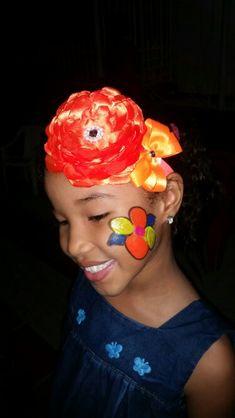 Mi nena hermosa  luciendo mis creaciones inspiradas en ella.. lazo vivo color, flor grande...