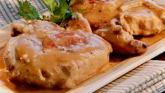 Instant Pot Pork Chops and Gravy Pork chops simmer in an Instant Pot(R) full of creamy mushroom gravy and a touch of white wine to round out this simple, hearty family dinner. Chips Ahoy, Pastas Recipes, Cooking Recipes, Game Recipes, Pork Recipes, Keto Recipes, Dinner Recipes, Granola, The Pioneer Woman