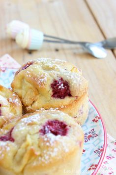 Muffins pommes framboises (3) Delicious Desserts, Dessert Recipes, Muffins, French Food, How To Make Bread, Scones, Bread Recipes, Biscuits, Brunch