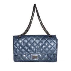 depot vente de luxe en ligne chanel sac 2.55 en cuir matelassé bleu de prusse - Pour voir la description et l'acheter cliquez sur : http://www.tendanceshopping.com/CHANEL-SAC-2-55-EN-CUIR-VERNI-MATELASSE-BLEU.html