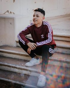 Lee y ya. Best Portrait Photography, Photography Poses For Men, Urban Style Outfits, Fashion Outfits, Freestyle Rap, Cute Teenage Boys, Adidas Outfit, Tumblr Boys, Les Aliens