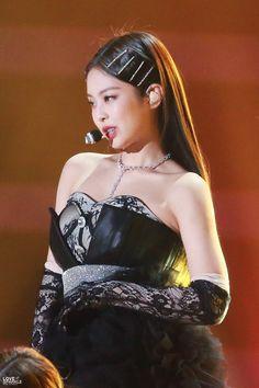 """kim jennie's best looks and outfits; a necessary thread"" Kim Jennie, Divas, Blackpink Lisa, Girls Generation, Kpop Girl Groups, Kpop Girls, Rapper, Kim Jisoo, Blackpink Photos"