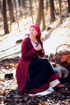 """Nordligt Hjerte"" Shooting Projekt ""The Nordligt Hjerte"" 💃Ⓜ️ 👠 > My beloved Wife ❤️😍 📸 > The fine Art of catching Light by Pit Theiss#thefineartofcatchinglight #pittheissphotography #photopoetry #storytelling #fineartphotography #portraitphotography #medieval #germanmythology #mythology #fantasy #vikingstyle #nordic #asatru #history #vikinglife #vikings #norce #norcemythology #shieldmaiden #pagan #reenactment #medievalhistory #vikinghistory #vikingage"